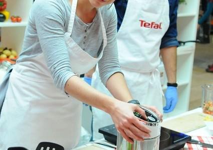 """Tweet Tweet Чаровните водещи посрещнаха почитателите на добрата храна в кухнята на Tefal и представиха """"тайните си оръжия"""", с които превръщат всяка идея в кулинарен шедьовър, достоен за аплодисменти На […]"""