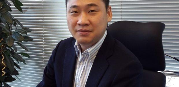 Tweet Tweet Samsung Electronics има удоволствието да обяви назначаването на г-н Хън Лий за президент на Samsung Electronics Румъния. Г-н Лий ще отговаря за дейността на компанията на румънския и […]