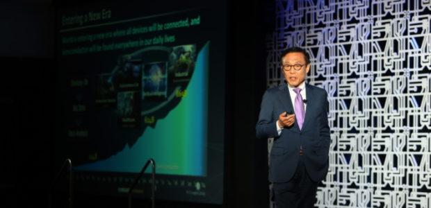 Tweet Tweet Samsung Electronics, световен лидер при развитиетона технологии за полупроводници, представи цялостна карта на технологичните процеси, за да помогне на потребителите да създават и произвеждат по-бързи и по-мощни чипове. […]