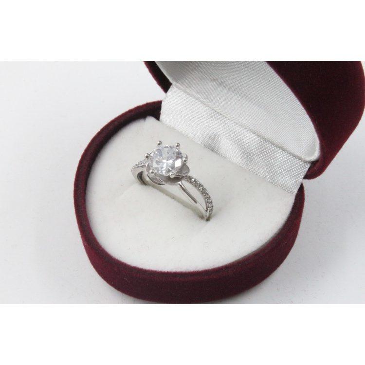 Годежен пръстен от бяло злато и камък